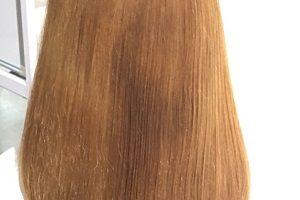 女性の金髪の髪の毛